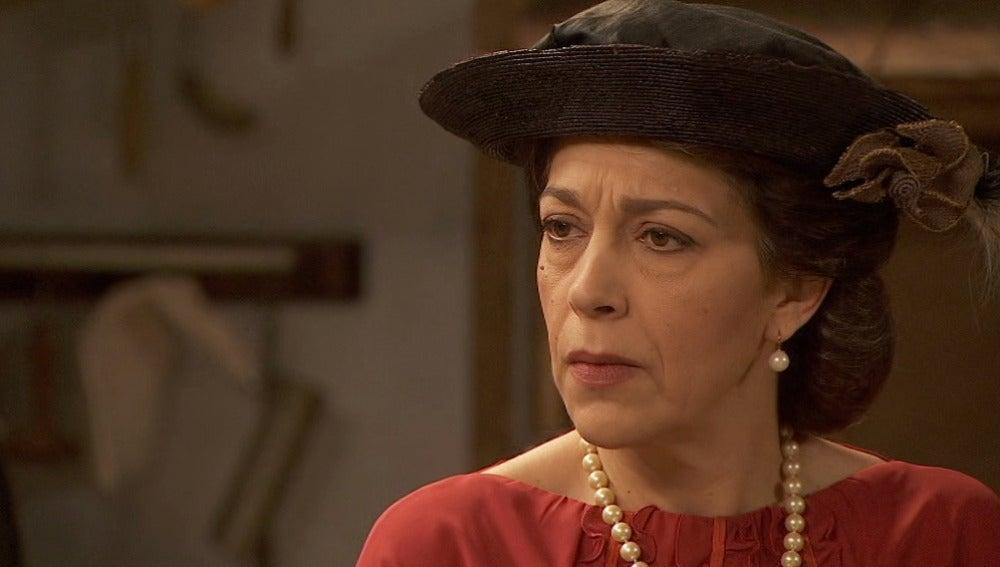 Francisca en shock al conocer a la nueva propietaria de la confitería