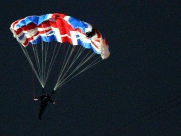 El paracaidista que hizo de Bond
