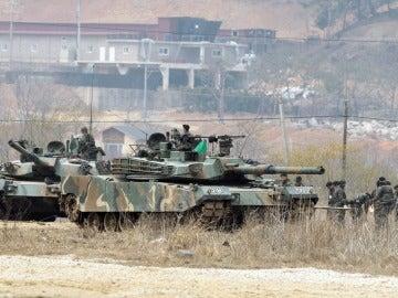 Soldados surcoreanos preparan maniobras militares