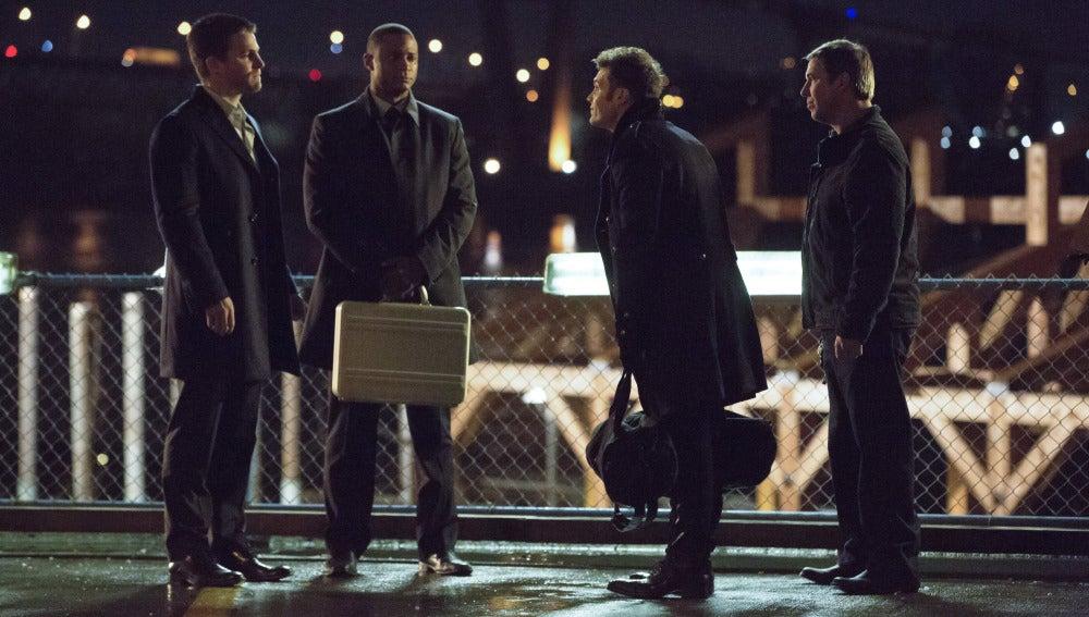 Oliver y Diggle negocian con El Conde