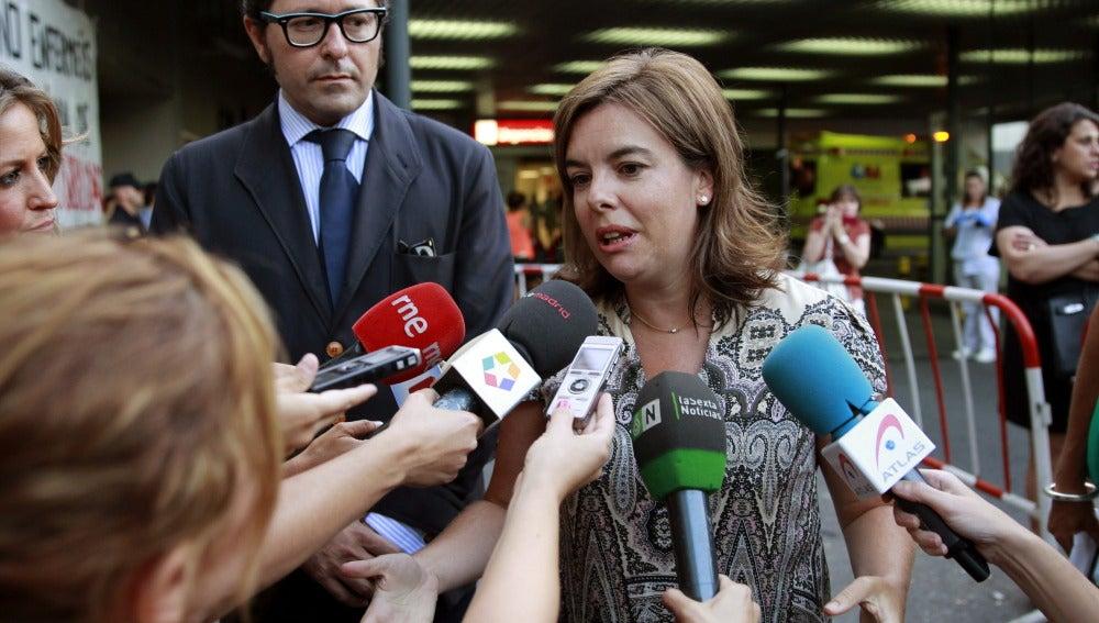 Soraya Sáenz de Santa María en su visita al hospital donde está ingresada Cristina Cifuentes