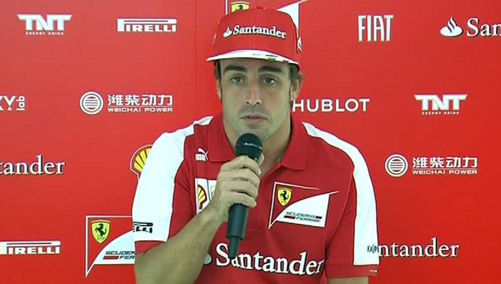 Fernando Alonso, ante los medios