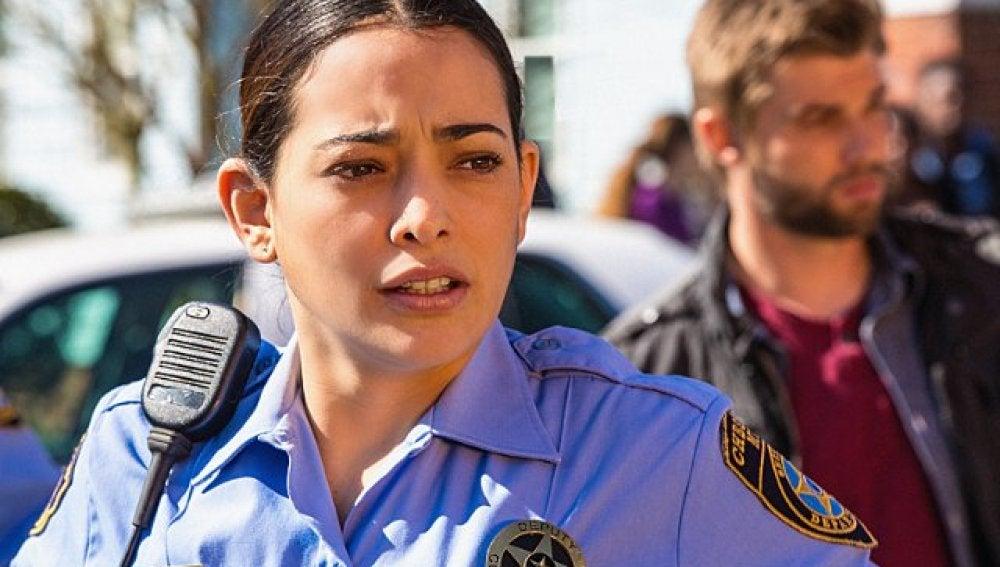 Natalie Martinez es Linda Esquivel
