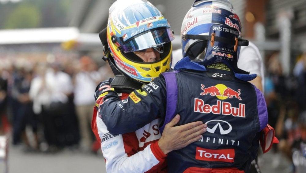 Alonso y Vettel se funden en un abrazo