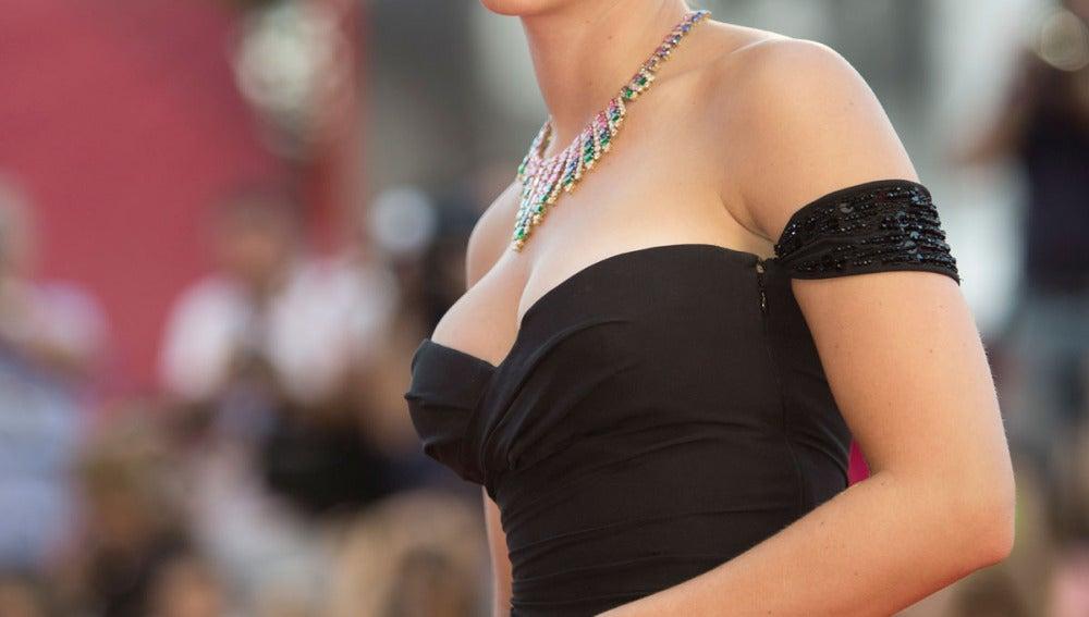 Scarlett Johansson presenta 'Under The Skin' en el Festival de Venecia