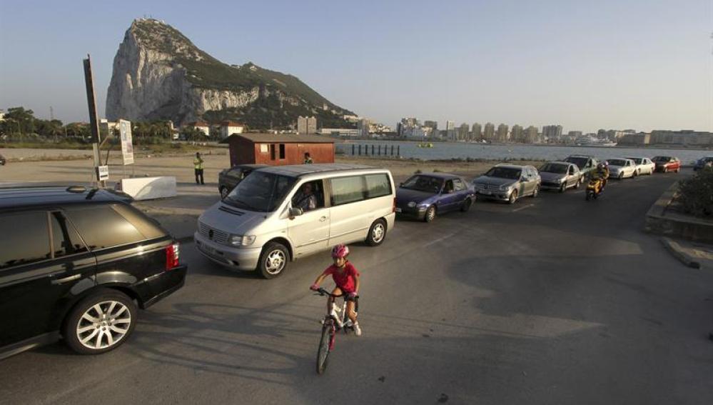 Controles en la verja de Gibraltar