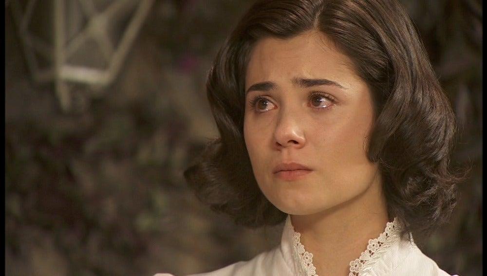 María, llorando
