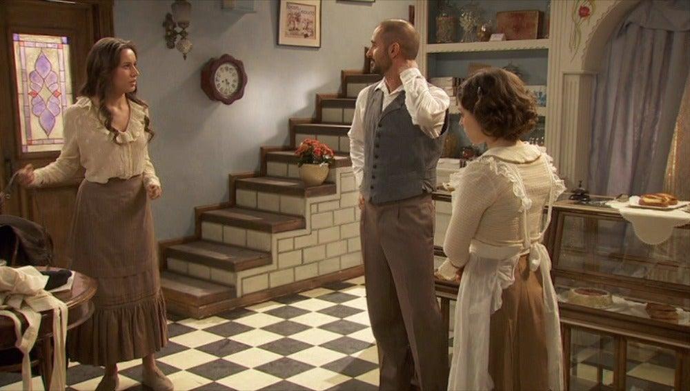 Aurora sorprende a Ricardo y Candela