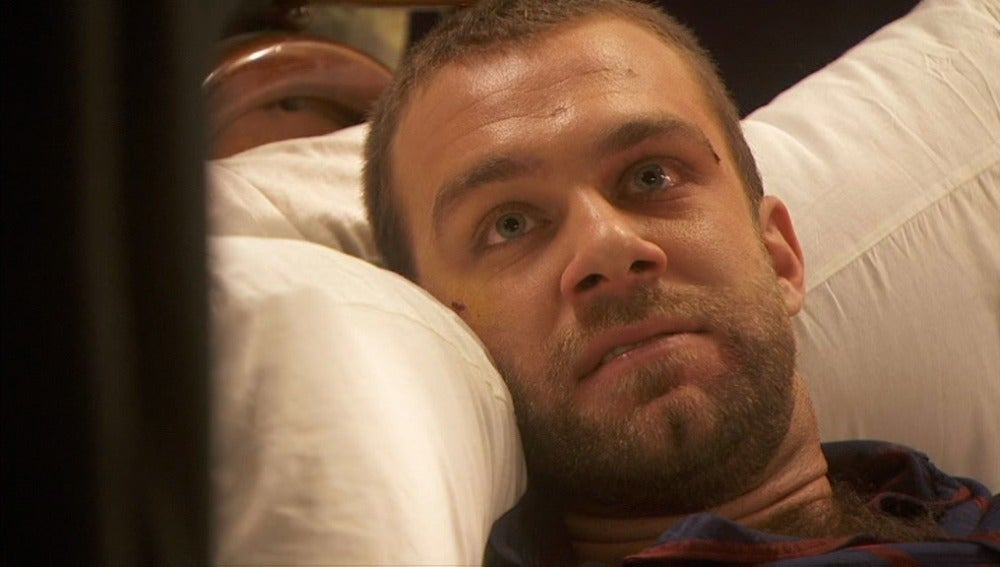 Fernando, en la cama cabreado