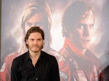 Daniel Brühl en la premiere en Madrid