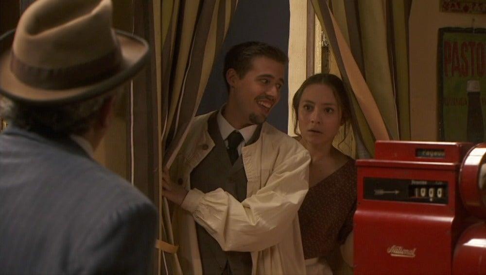 Pedro se sorprende al ver a Hipólito y Quintina