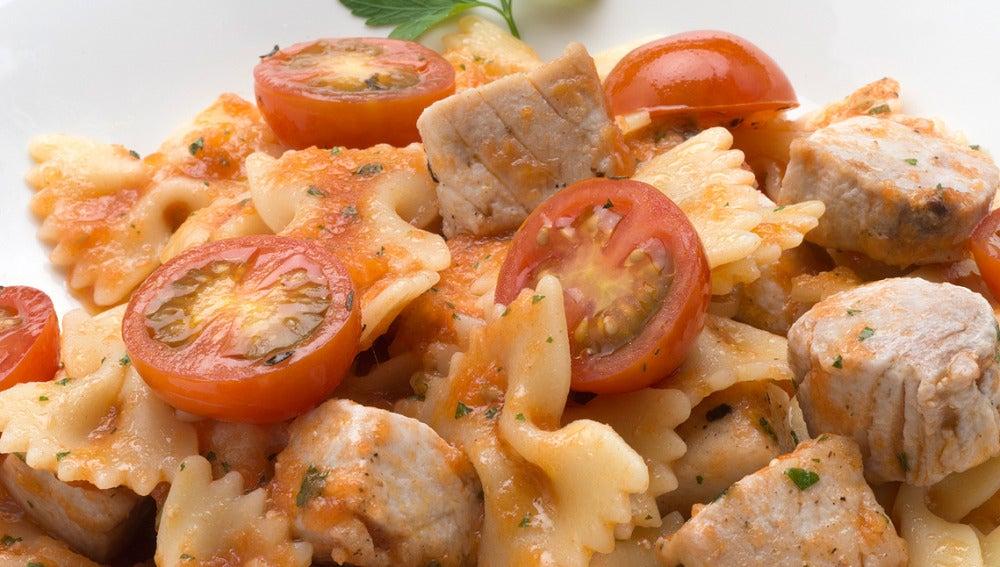 Lazos de bonito, tomate y tomillo