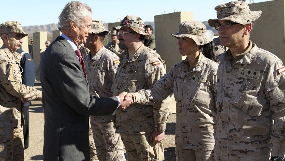 Morenés con las tropas españolas en Afganistán