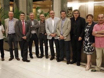 Representantes de la mayoría de los partidos políticos de la oposición, de sindicatos de la enseñanza y asociaciones de padres