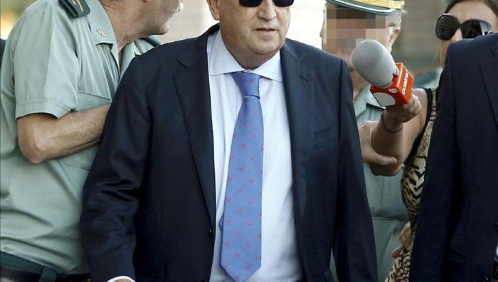Carlos Fabra a su llegada a la Audiencia de Castellón.