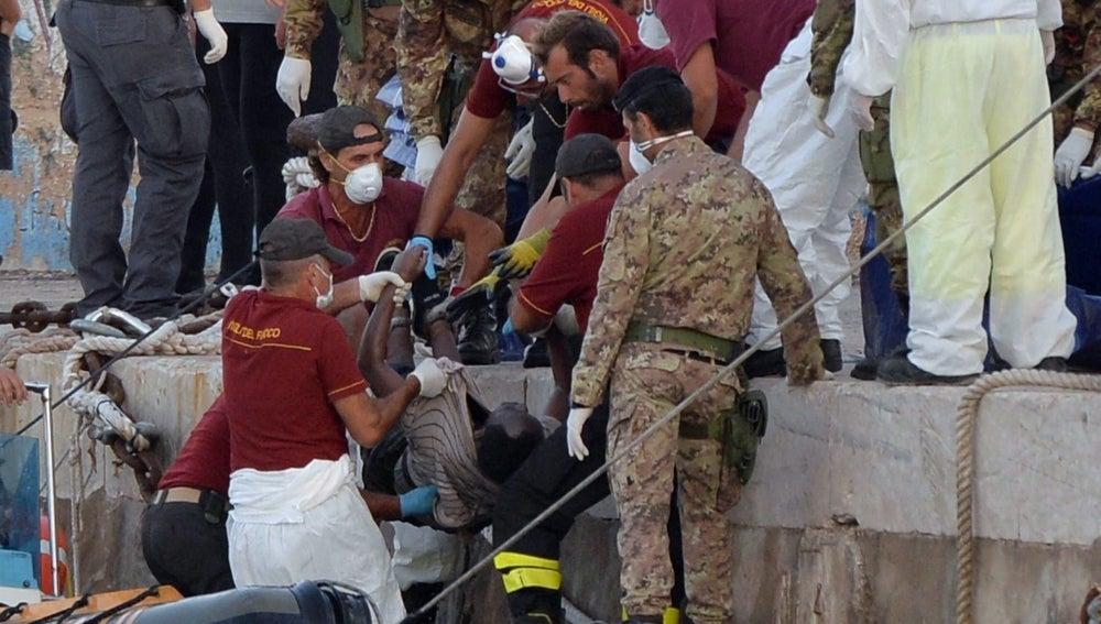 Rescate de inmigrantes en Lampedusa