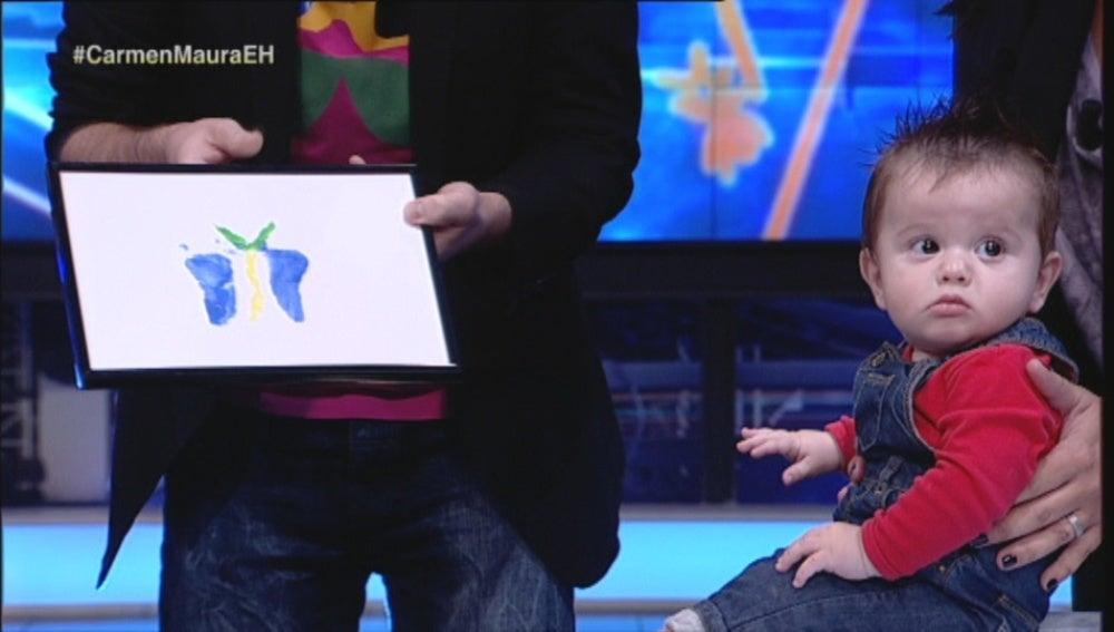 Dibujando una mariposa con los pies