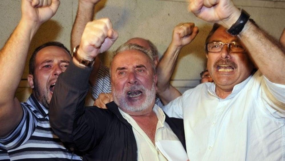 El secretario general de UGT de Cádiz, Salvador Mera, y el exsecretario de Desarrollo Industrial de CCOO en Andalucía, Roberto Carmona, salen en libertad