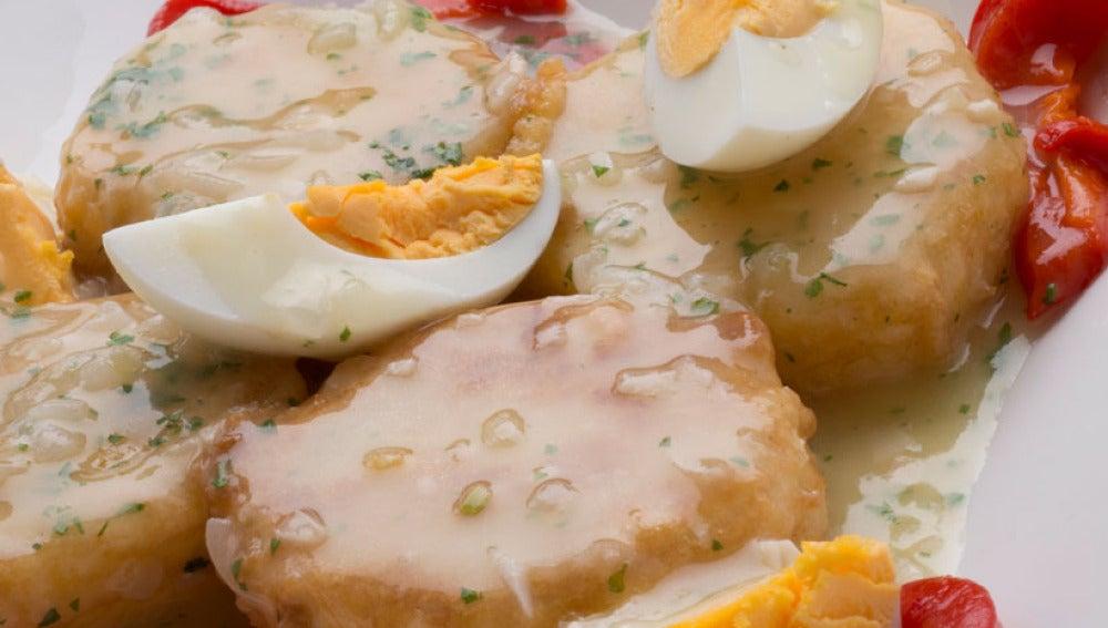 Patatas con salsa verde y morrones