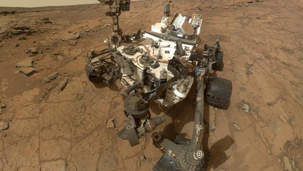 Curiosity sobre la superficie marciana