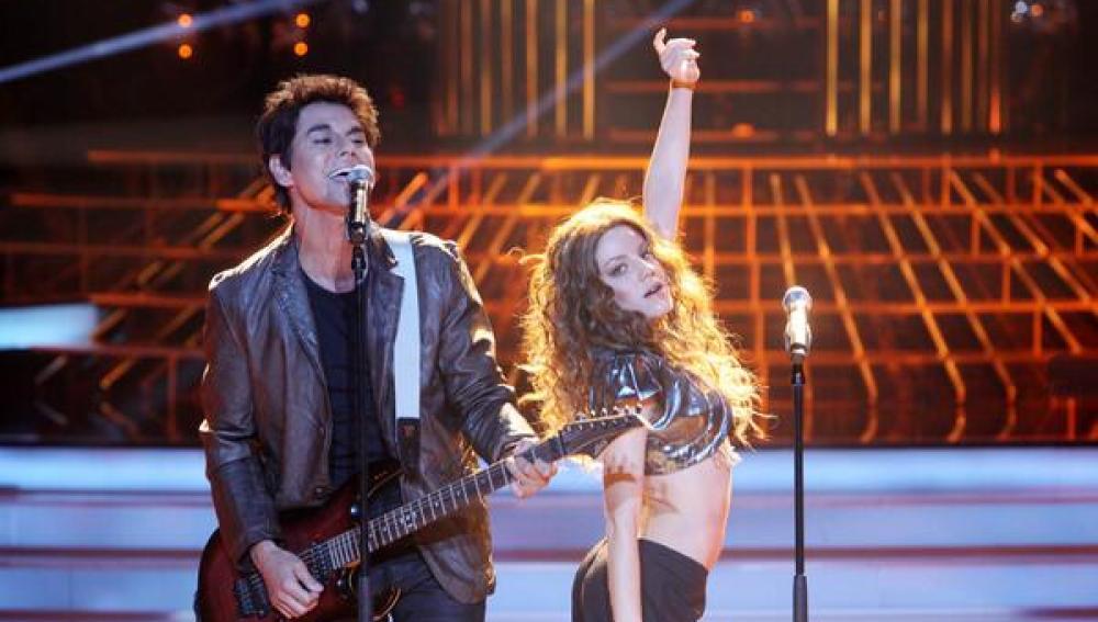 Angy y Julio Iglesias Jr. imitan a Shakira y Alejandro Sanz en ' Tu cara me suena'