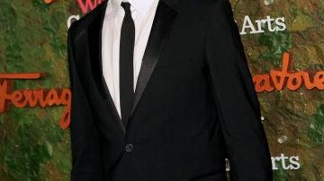 Un elegantísimo y radiante Josh Duhamel