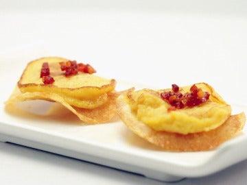 Minitortilla de patata con su chip