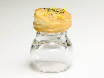Empanadilla crujiente de tortilla de patata con yema líquida