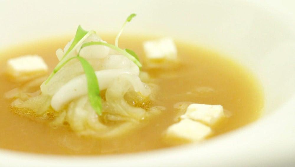 Sopa de pepino y calamar