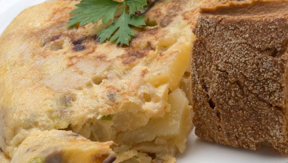 Tortilla de hongos y patatas