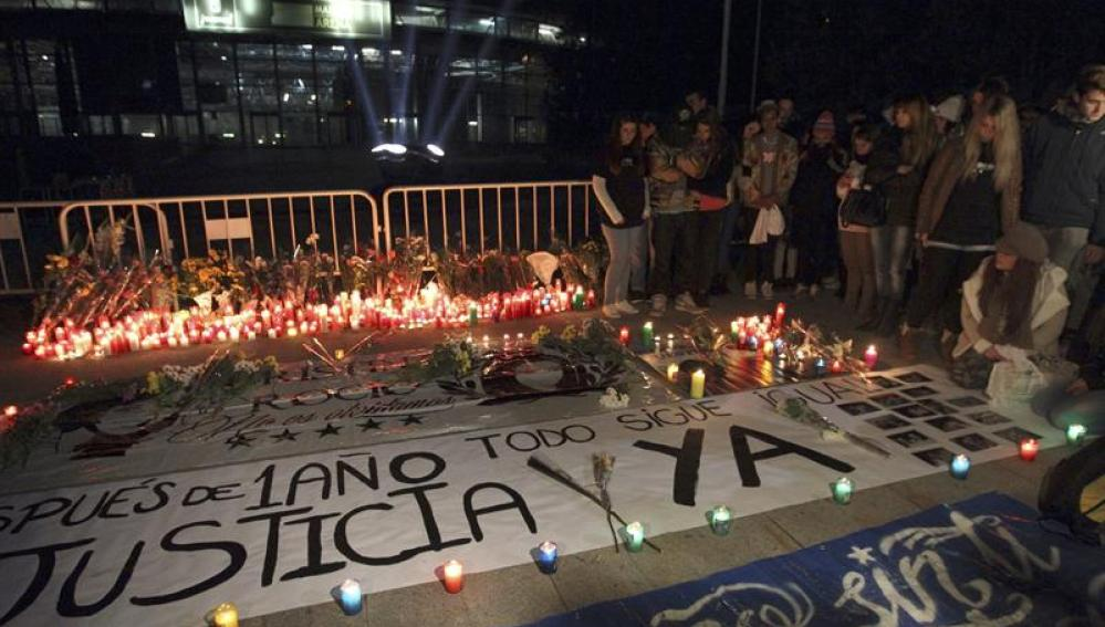 Vigilia frente al pabellón del Madrid Arena