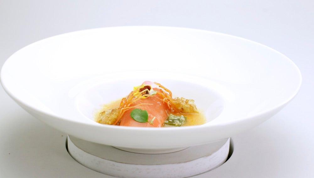 Sopa de aceite y tomate con caretón de gamba relleno de tabulé y gelatina de pepino