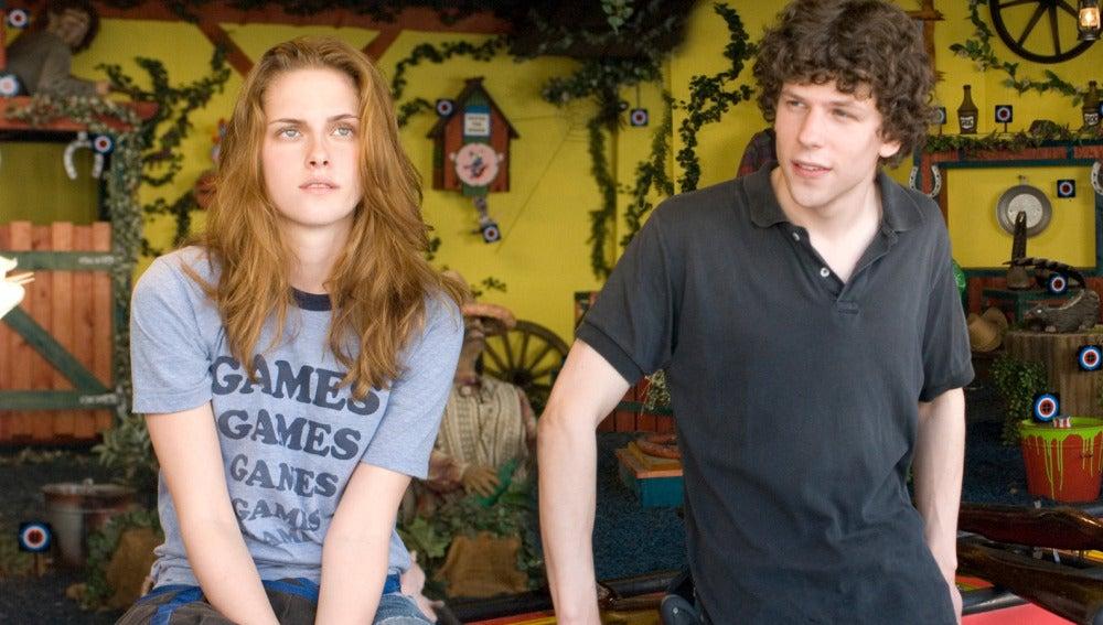 Kristen Stewart y Jesse Eisenberg en 'Adventureland'
