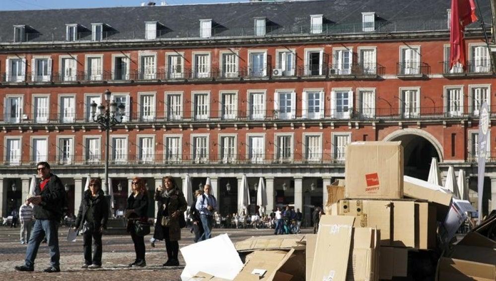 Plaza Mayor de Madrid, llena de basura.