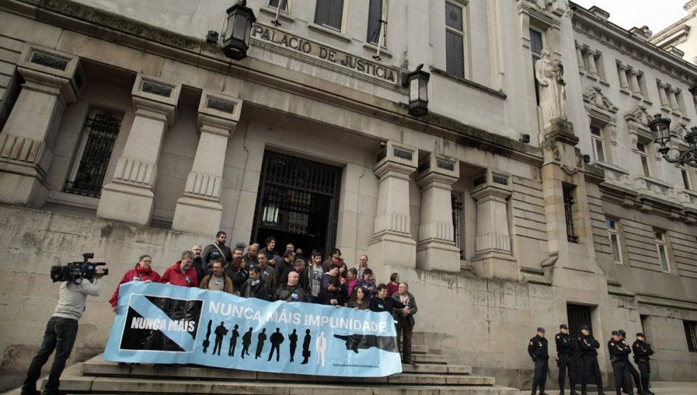La plataforma Nunca Mais frente al Tribunal Superior de Justicia de Galicia