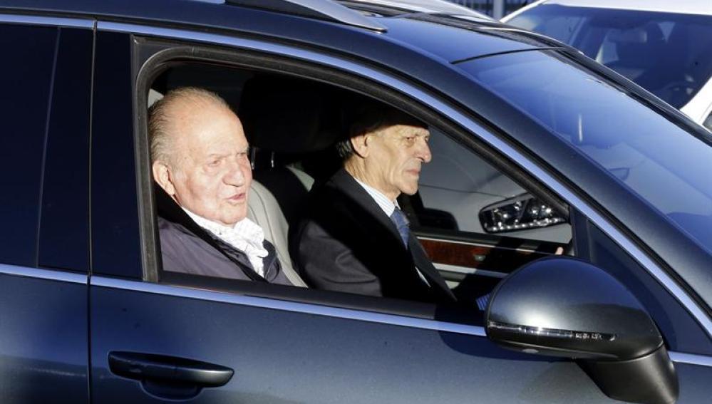 El Rey Don Juan Carlos a su llegada a la intervención quirúrgica.