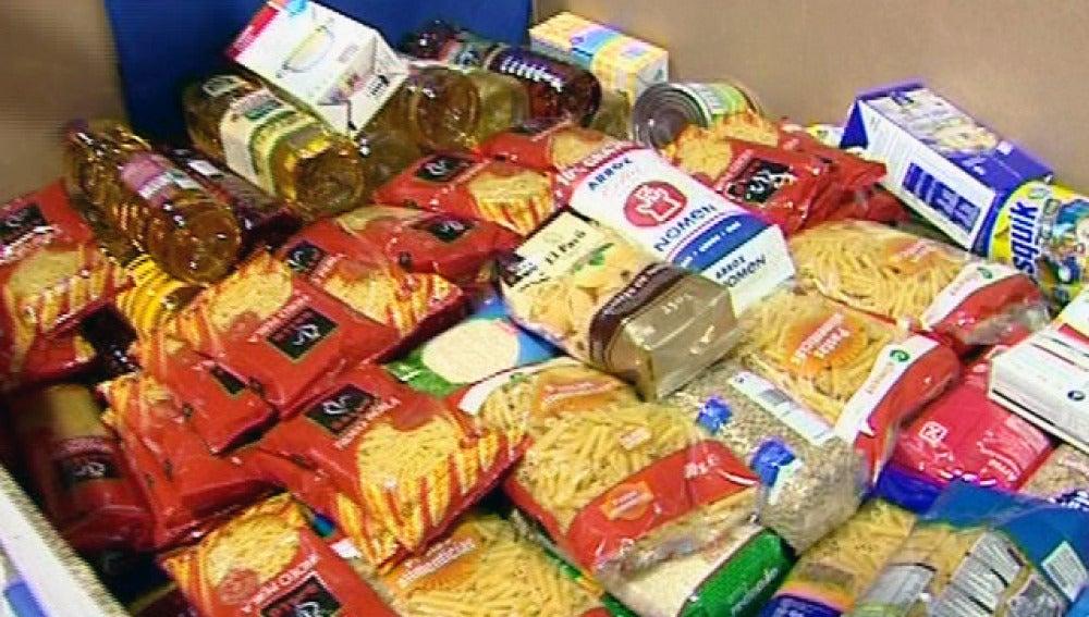 Recogida de comida en la campaña de alimentos