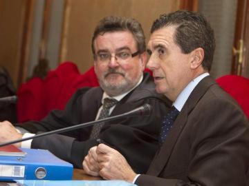Jaume Matas junto a su abogado Miguel Arbona