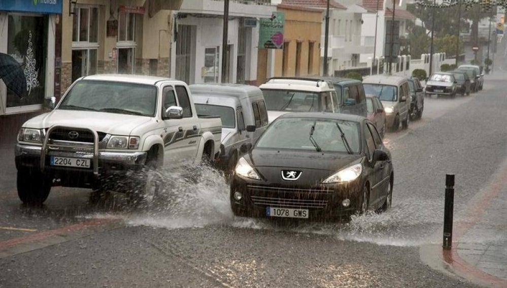 Las lluvias inundan las calles