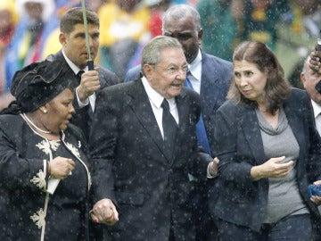 Raúl Castro en el funeral de Madiba