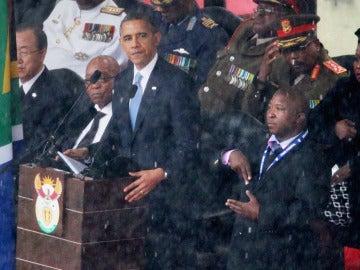 El supuesto falso traductor junto a Barack Obama