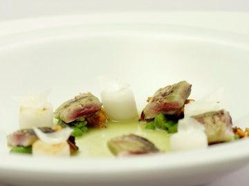 Sardinas con mejillones en fondo marino