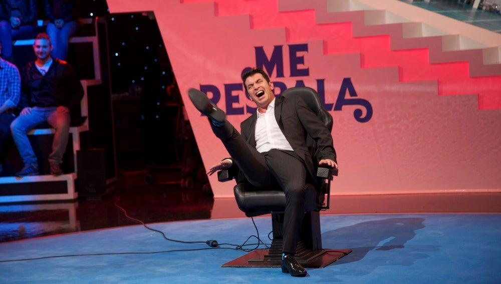Arturo Valls prueba la silla eléctrica