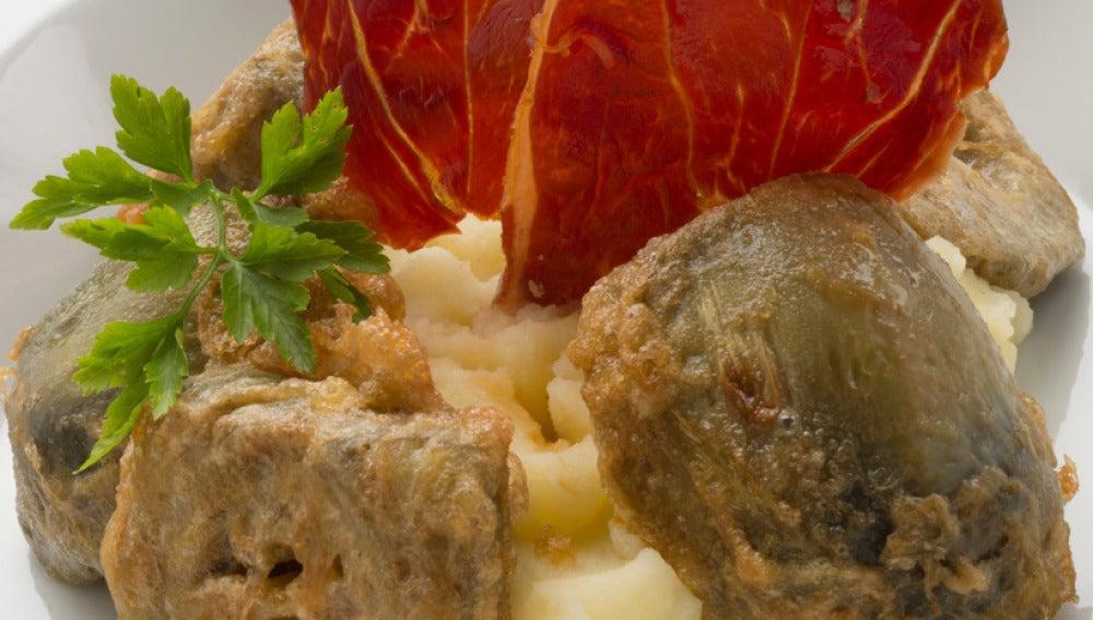 Alcachofas rebozadas con puré de patata