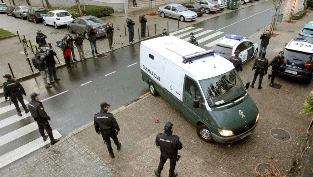 Rosario Porto llega a los juzgados en un furgón policial