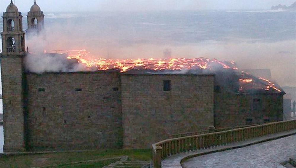 Incendio en el santuario de Muxia