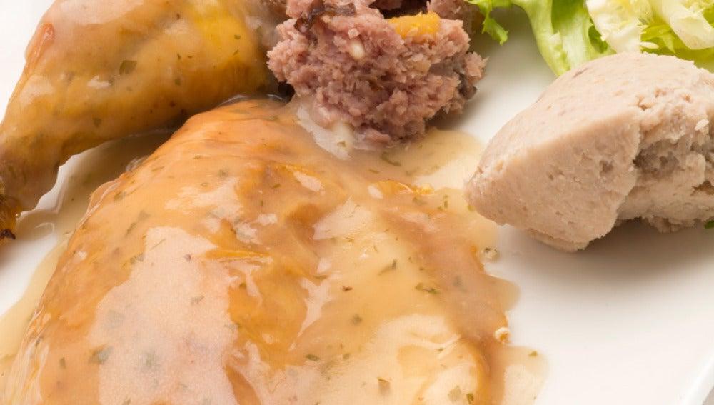 Pollo releno con puré de castañas