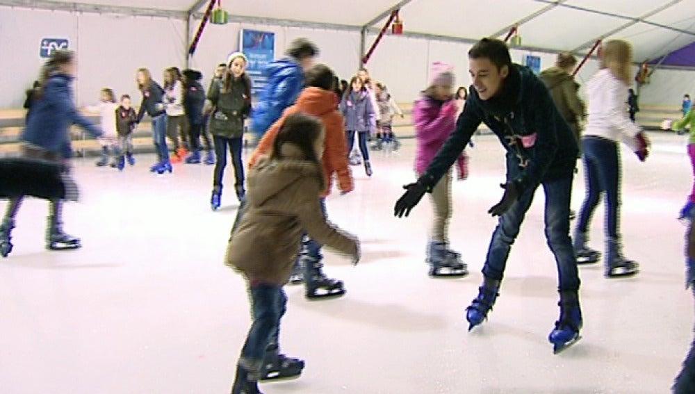 Disfrutando del patinaje sobre hielo