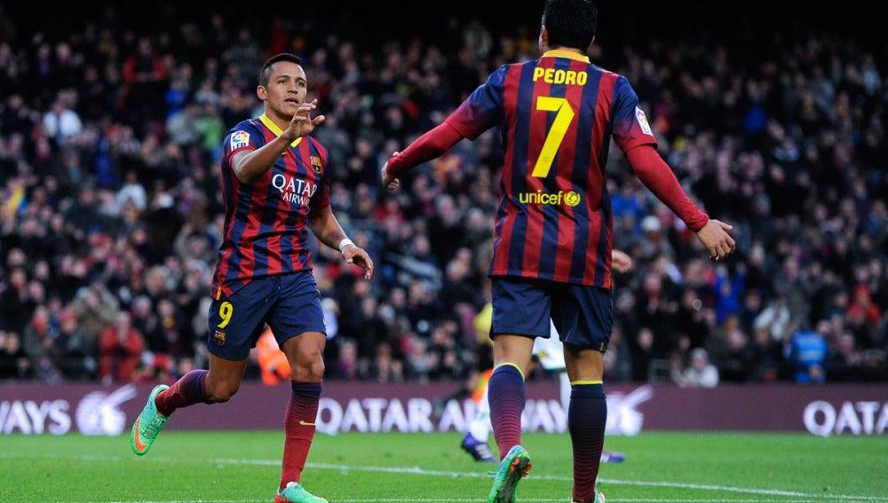 Alexis y Pedro celebran un gol ante el Elche en la primera vuelta