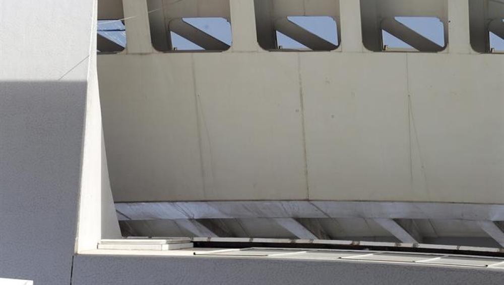 Vista de los desprendimientos en la cubierta del Palau de Les Arts